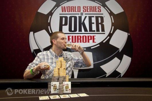 Tristanas Wade ragauja šampaną po pergalės WSOP Europoje