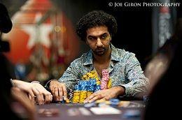 Faraz Jaka har en sollid ledelse på nr 2 med 347 000 chips