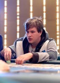 Dominykas Karmazinas - $25,000 įpirkos turnyro žetonų lyderis.