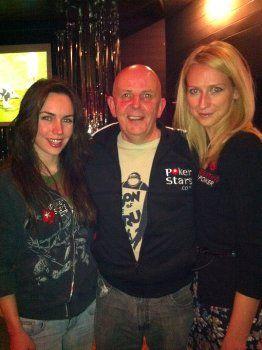 Kairėje PokerStars Pro narė Liv Boeree, o dešinėje mūsiškė Daiva Barauskaitė