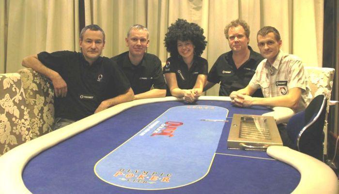 Neljanda koha saavutanud Triobet/PokerNews: Marek Kolk, Hannes Namsing, Kairit Leibold, Imre Leibold ja Herli Olop.