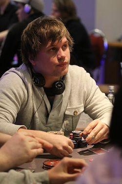 Ken Isaksen leder etter dag 1b ved PokerStars UKITP i Nottingham
