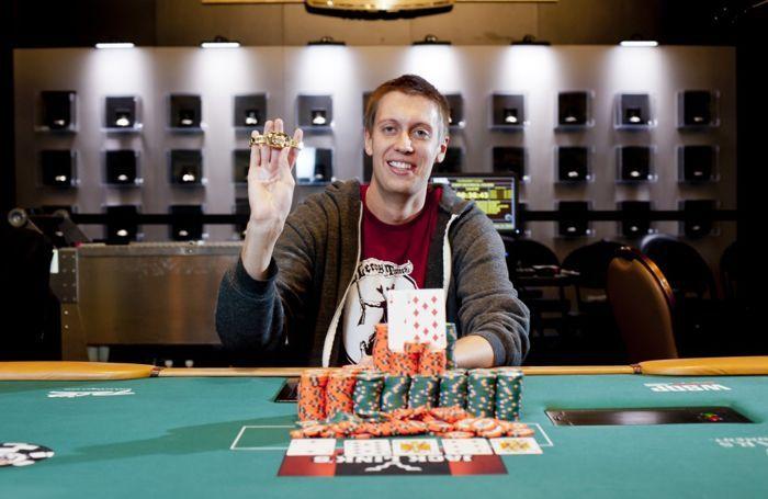 """2012 WSOP: Růžička na 28. místě, """"Kouzelník"""" Esfandiari předvádí svůj um 101"""