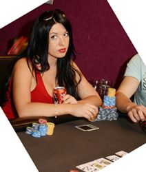 Laura mėgsta žaisti sportinį pokerį.