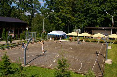 Stovykloje LSPF nariai kojas mankštino ir krepšinio aikštelėje