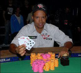 Philas Ivey po pergalės 2009m. WSOP $2,500 įpirkos 2-7 Draw Lowball turnyre