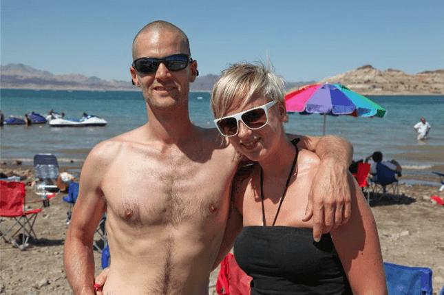 Steven bij Lake Mead nadat hij was afgevallen naar 70 kilo (Las Vegas 2010).