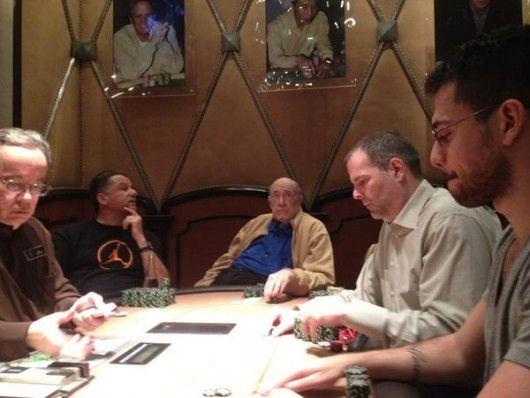 Howard Lederer kõrges rahamängus (paremalt teine)