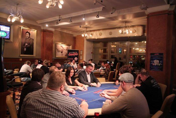 2013. aasta esimene PokerNews Live tõi laudadesse 49 mängijat.
