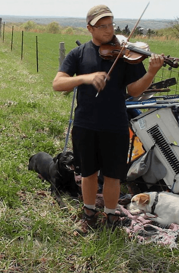 Korpi playing violin during his walk across the country