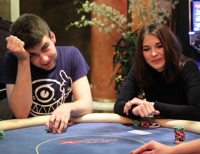 Uku Valner (vasakul) ja Kene Vernik (paremal) 2012. aasta detsembris toimunud pokkeriturniiril PokerNews Live.
