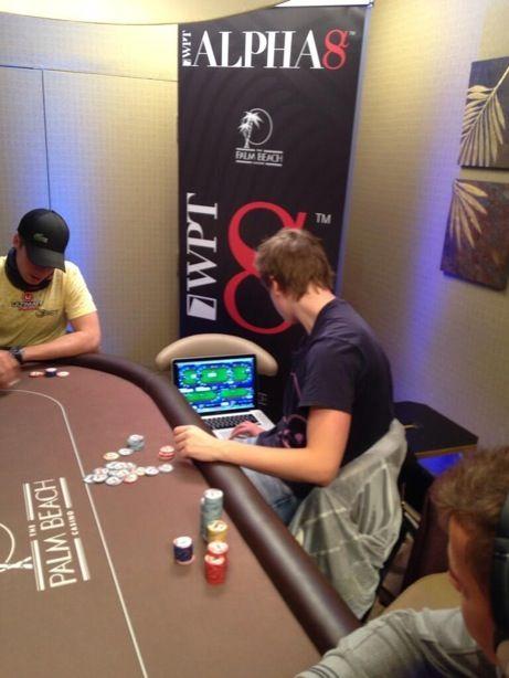 """Viktor """"Isildur1"""" Blom gyvą ir internetinį pokerį spėja žaisti vienu metu (foto) 101"""