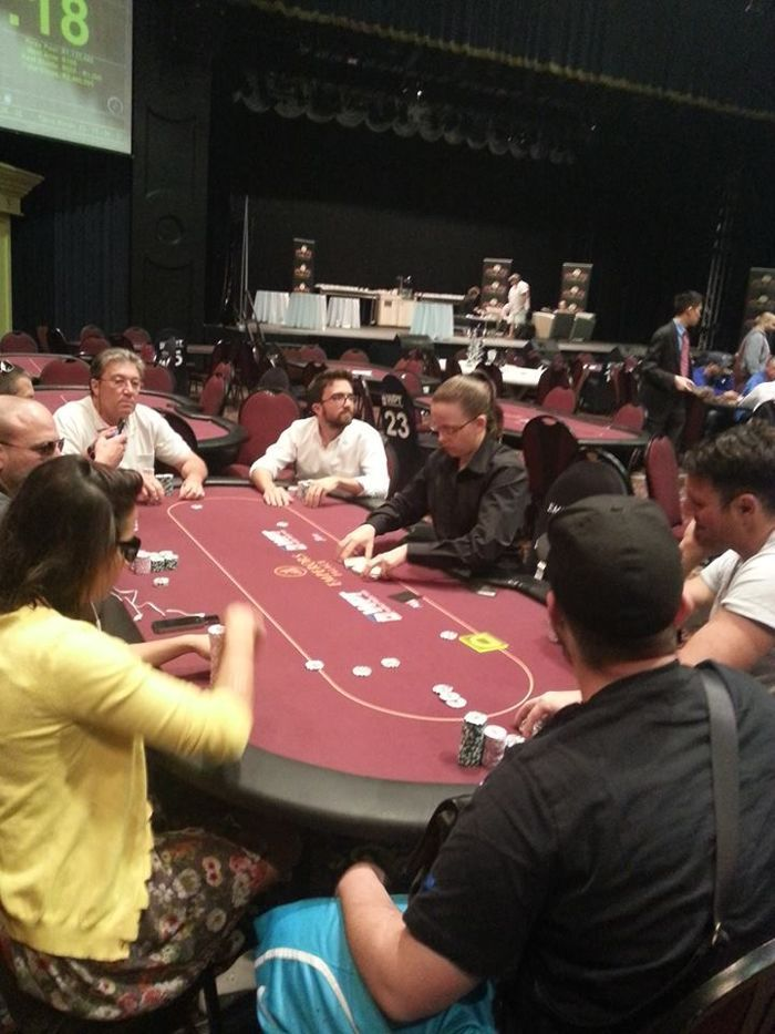 Final Table High Roller - Darren Kramer, Bryn Kenny, Ronit Chamani, Ryan Eber, Nic Ioannoy, Ana Marquéz, Fernando Brito e Ryan D'Angelo.