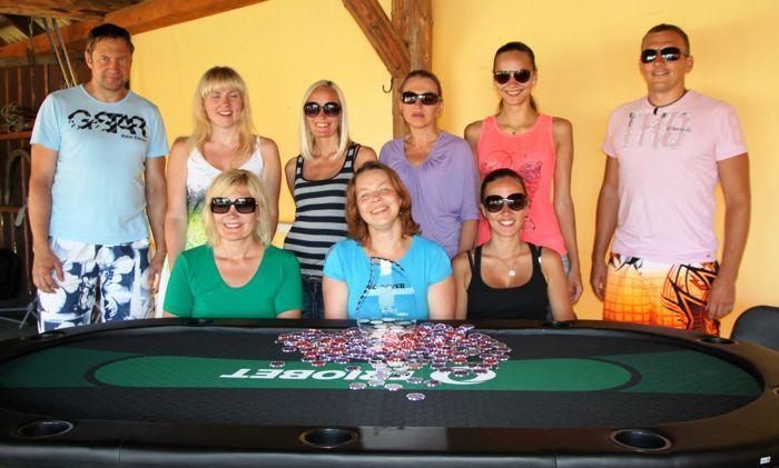 Naiste pokker ruulib: suvepäevade pokkeriturniiri finaallauda pääses vaid kaks meest!