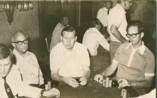 Johnny Moss (I) y Bob Hooks (D)