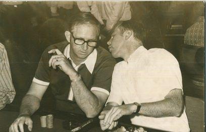 """Bob Hooks y Jack Binion: """"Era como decirle a Babe Ruth como tenía que jugar a baseball,"""" dijo Hooks sobre la imagen. (N. del E.: Babe Ruth fue uno de los mejores jugadores de baseball de la historia)"""