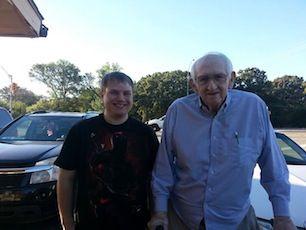 Chad Holloway, con Bob Hooks en Canton, Texas