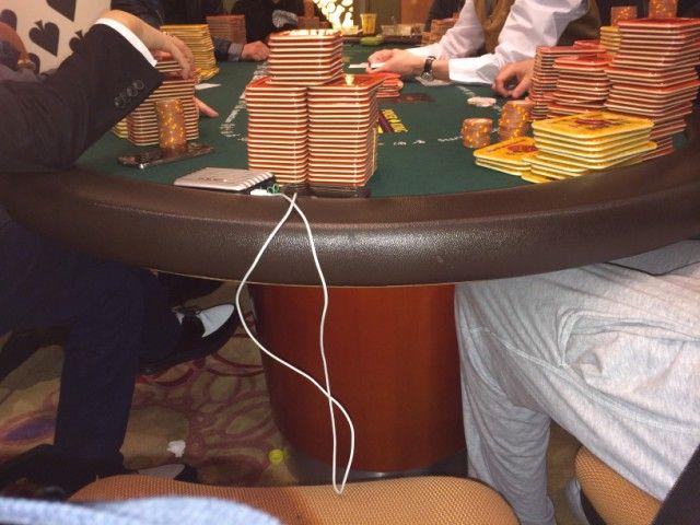 Makao mieste vykstančiuose pokerio žaidimuose -  milijonų vertės bankai 101