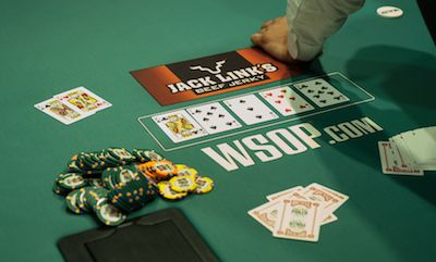 Casino Poker for Beginners: When to Keep Your Cards Covered 101