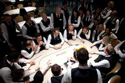 Casino Poker for Beginners: This Time the Dealers Have Tips For You 101