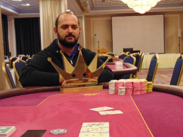 Ο Δημήτρης Γκατζάς κατακτά το €550 High Roller του October... 102