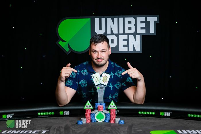 Anton Vinokurov with the Unibet Open Bucharest Main Event Trophy