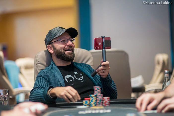 """Daniel Negreanu """"class ="""" content-img lazyload """"/>    <figcaption/> </figure> <p>"""" Poker seharusnya menyenangkan dan GGPoker memprioritaskan kesenangan dengan semua lonceng dan peluit yang ditambahkan seperti berburu kelinci, kemampuan untuk memeras kartu Anda, dan tantangan Spin & Gold baru. GGPoker menawarkan perangkat lunak poker online terbaik di dunia. Saya merasa sangat percaya diri dalam mengatakan itu, terutama ketika datang ke klien seluler. """"</p> <blockquote class="""