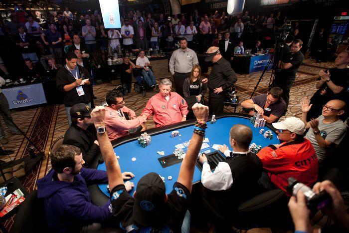 Antonio Esfandiari mengalahkan Mike Sexton di gelembung meja final