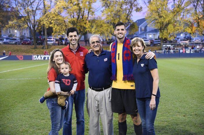 Justin Saliba & keluarganya.  (Gambar c/o Justin Saliba)