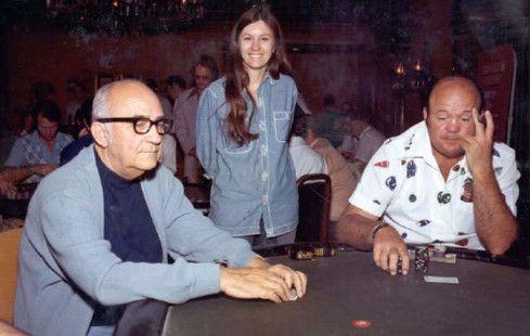Seidel menyamakan kedudukan dengan Johnny Moss (l) di klasemen gelang WSOP sepanjang masa