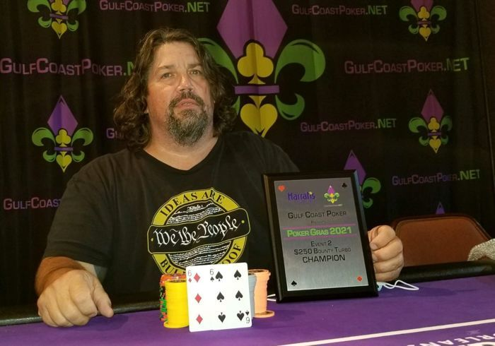 Chuck Brady memenangkan trofi berturut-turut.