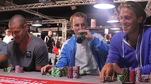PokerNews Boulevard: Johan van Til beste speler op dag 1B Partouche Poker Tour, en meer...