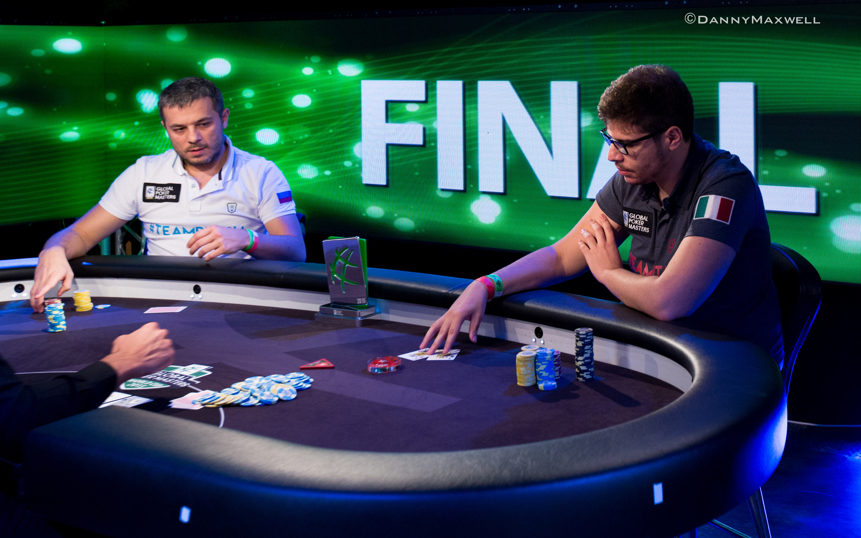 Poker Tells: A General Theory About Attention-Grabbing Behaviors, Part 1