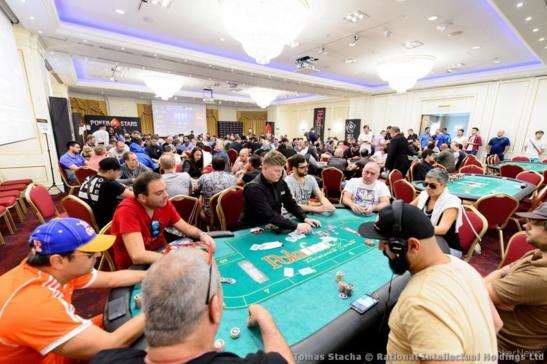 Με το 14ο stack στη Day 2 του PokerStars Festival Bucharest ο