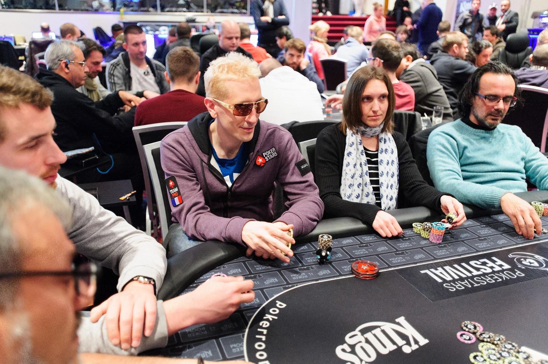 Online Poker Vs Friends