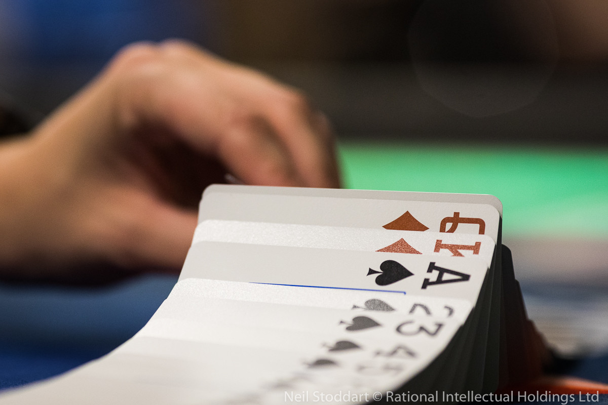 How many hands per hour live poker odds
