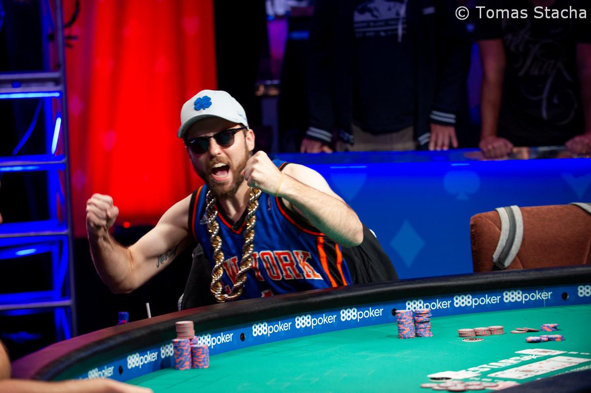 "Poker Vlogger Ryan ""joeyisamush"" Depaulo wint WSOP-bracelet & $159k op parkeerplaats"