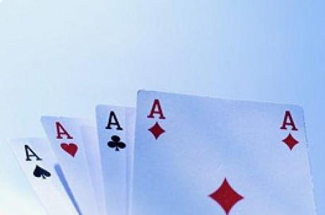 Deux amis jouent au poker sur Internet pour maintenir leur société à flot