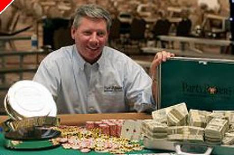Mike Sexton отдаёт половину своего выигрыша в WSOP на...