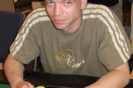 WSOP Update: Team PokerNews Member Per Erik Loeff wirft Scotty Nguyen aus dem Turnier