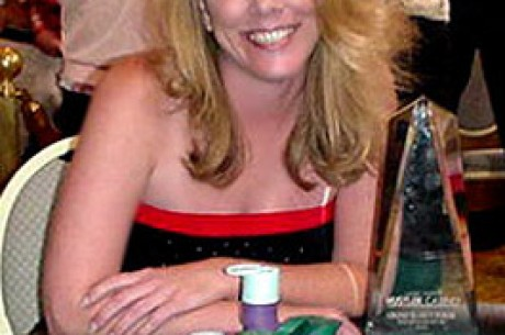 "Shirley Rosario-不只是""扑克宝贝"""