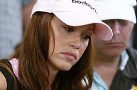 Shannon Elizabeth在另类的Caesars扑克室中露面