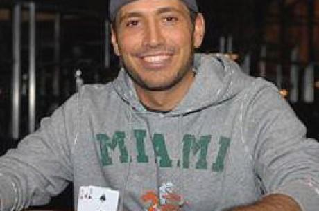 WSOP 2007 - $5,000 H.O.R.S.E. — Ralph Schwartz prend le bracelet devant Gazes
