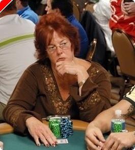 女性のポーカースポットライト- Linda Johnson