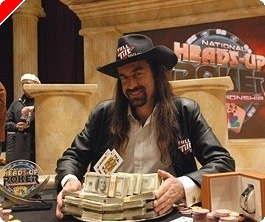 Chris 'Jesus' Ferguson vybojoval vítězství na NBC National Heads-Up Poker Championship 2008