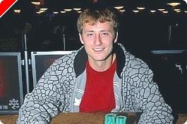 2009 WSOP: Omaha/8 #46, Raymond získává náramek po heroické finálové bitvě