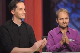 Запознайте се с новата звезда на PokerStars – отец Андрю