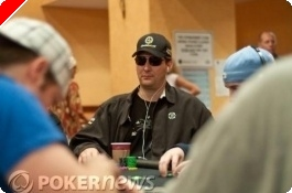 UltimateBet.com Aruba Poker Classic 데이 1 a:  Hellmuth 싸워 이긴다.