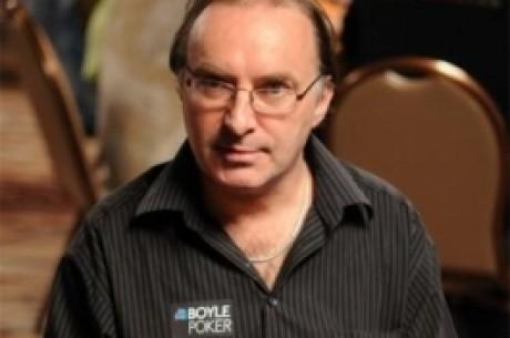 Odpolední turbo: Pokeroví hráči jdou do hola, online pokerové herny rostou a další