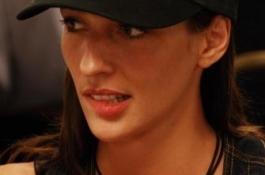 Kara Scott подписа с Party Poker